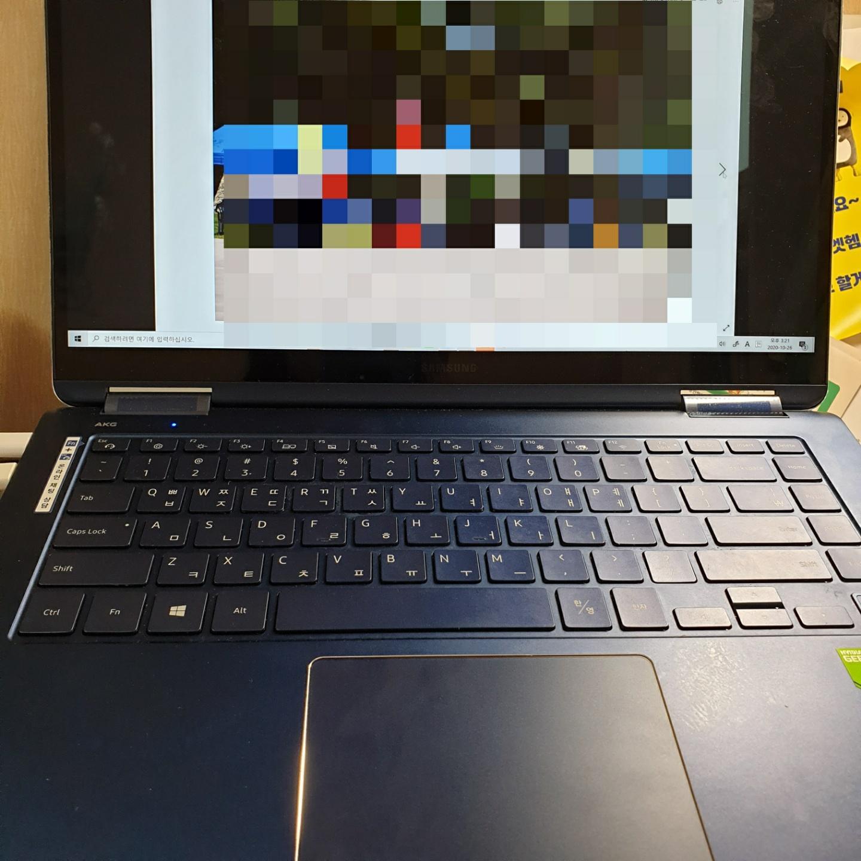 노트북으로 온라인수업듣는 사진.jpg
