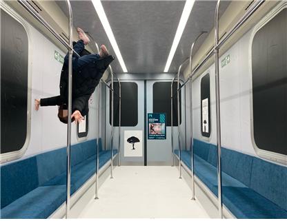 착시미술관 사진 3(지하철).png